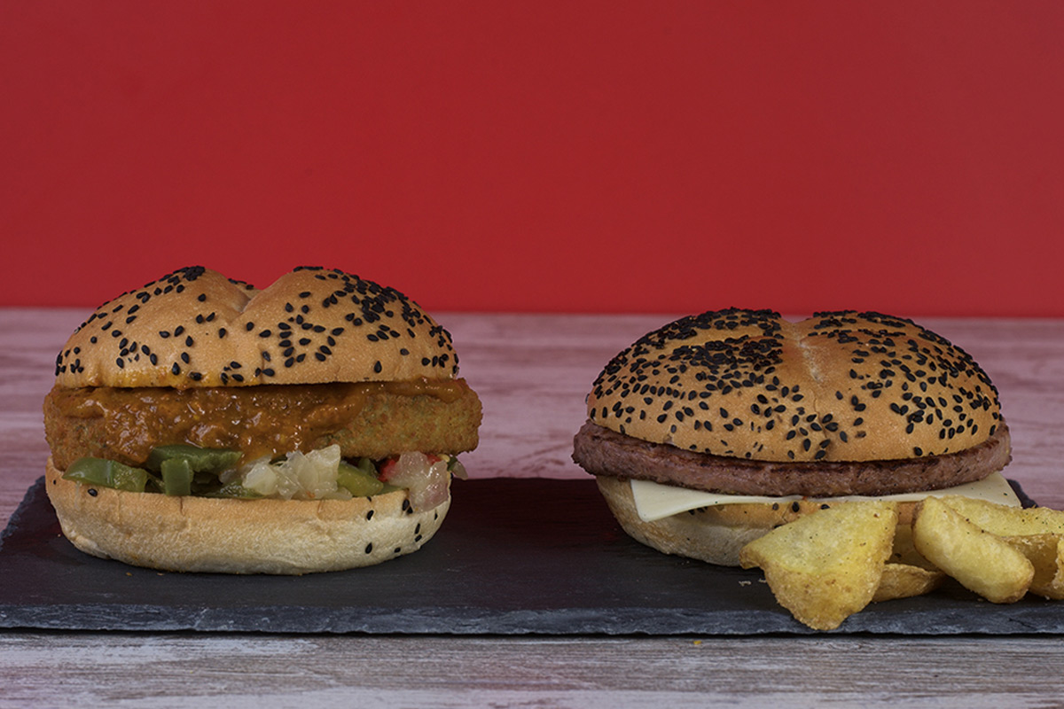 Café del Tíbet Zaragoza. Hamburguesas: Vegan Curry Burger y Kinderburger