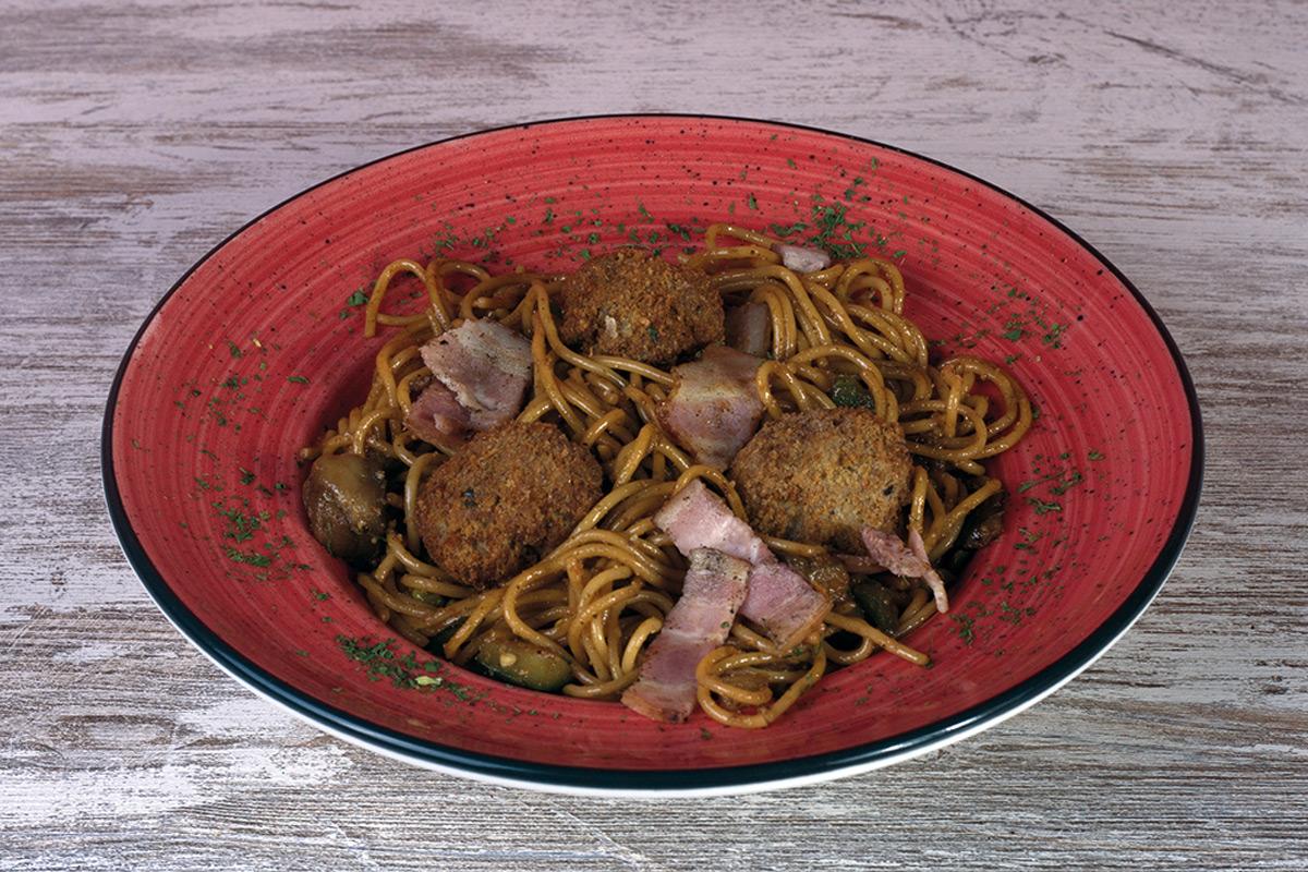 Café del Tíbet Zaragoza. Chow mein con ternera y bacon.