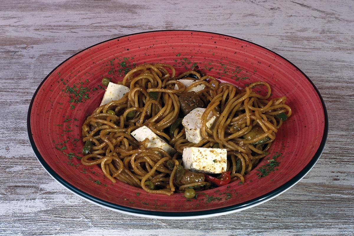 Café del Tíbet Zaragoza. Chow mein con verduritas y tofu.