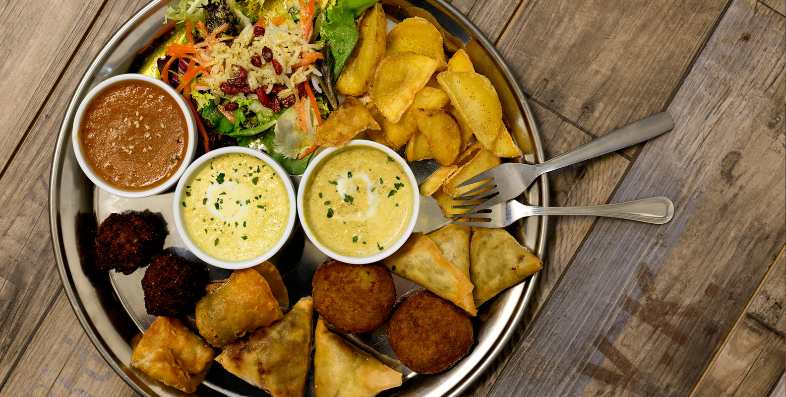 Restaurantes Café del Tíbet. Zurita 4 y Gómez Laguna 22, Zaragoza. Deliciosa cocina nepalí, tibetana e hindú con bases mediterráneas.